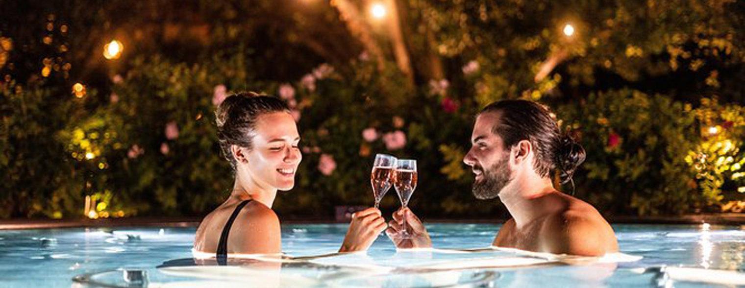 Soirée romantique en jacuzzi avec des petites bulles pétillantes
